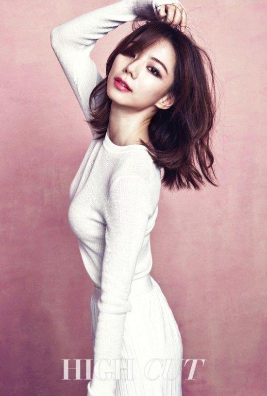 Park Soo Jin graces the pages of 'High Cut' again | http://www.allkpop.com/article/2015/12/park-soo-jin-graces-the-pages-of-high-cut-again