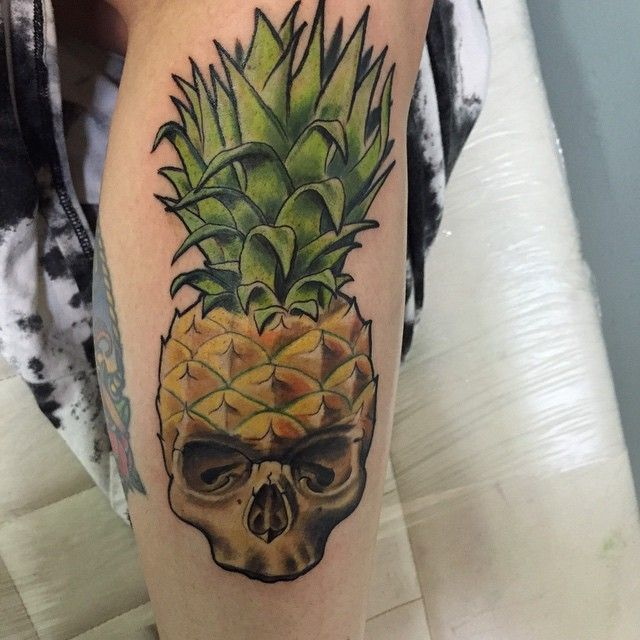 Pineapple skull I did yesterday, best picture I could get! Thanks Emily for being the best ! ✌✌️ #empiretattoo #empiretattooinc #Moge #skull #tattoo