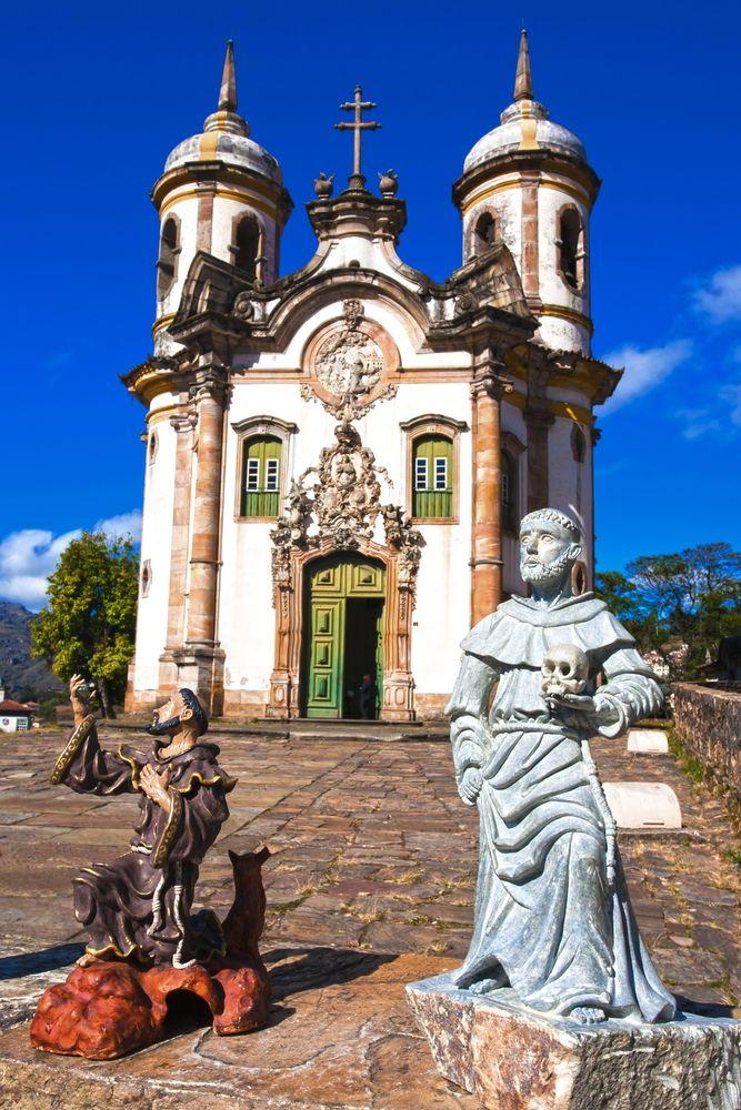 Ouro Preto é conhecida por sua famosa arquitetura colonial, considerada um Patrimônio Histórico e Cultural da Humanidade, devido as suas obras de estilo Barroco.