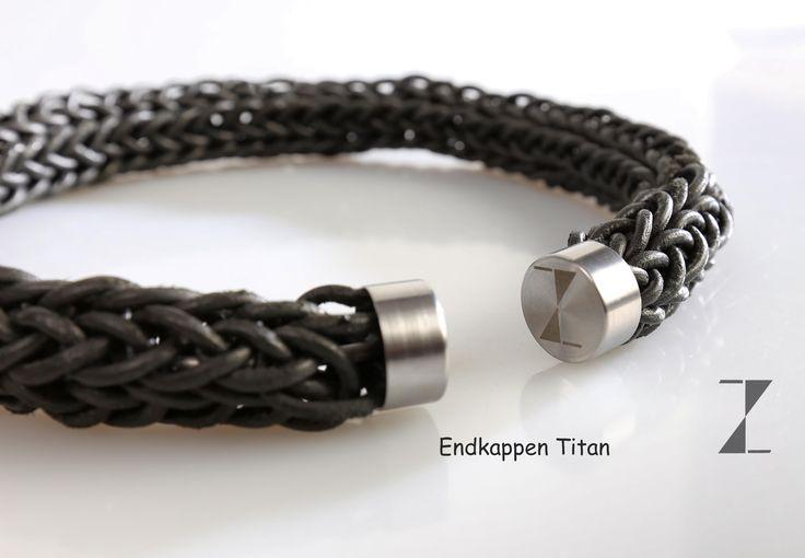 Collier Leder hand verstrickt - Endkappen aus Titan www.atelier-zellhuber.de #Titan #Leder #