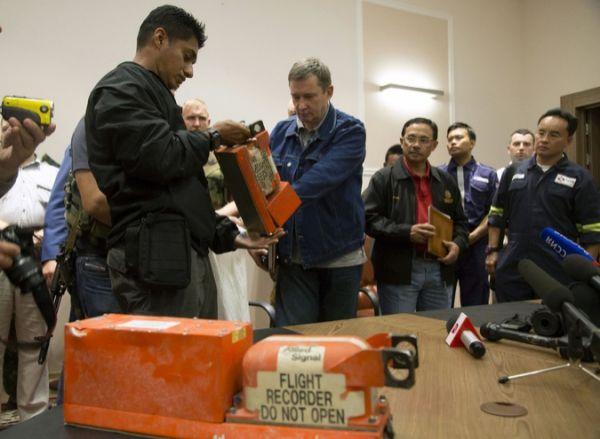 Entregan a Malasia cajas negras de vuelo MH17. Visite nuestra página y sea parte de nuestra conversación: http://www.namnewsnetwork.org/v3/spanish/index.php