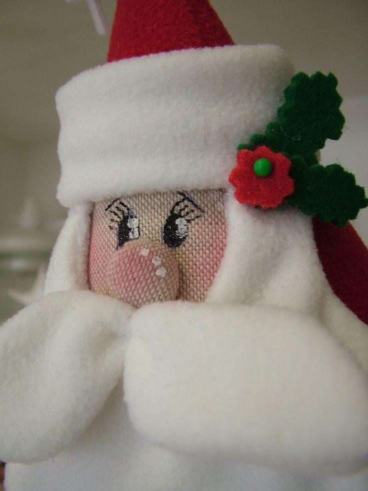Babbo Natale, è realizzato completamente a mano, il volto è dipinto.