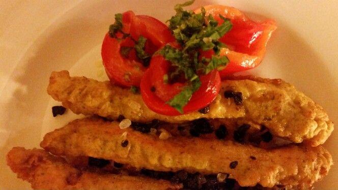 Pollo in pastapanella aromatizzata con finocchietto, menta, timo al limone con peperone arrosto