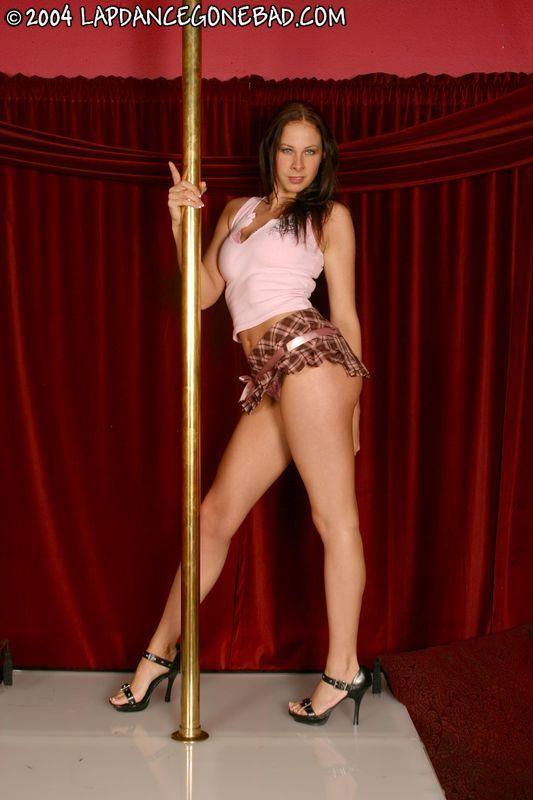 gianna-michaels-stripping-bikini-for-hourglass-figure