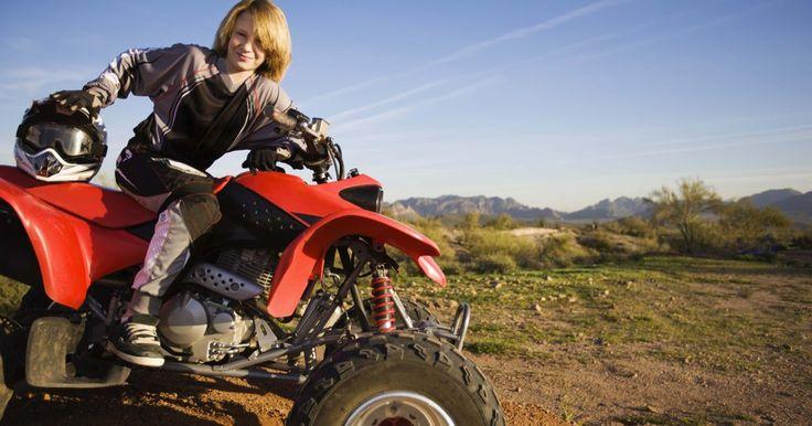 Piezas de una cuatrimoto (ATV). Las piezas y componentes de una cuatrimoto (ATV) son muy específicas. Sin embargo, comparten muchas de las mismas características de los automóviles y motocicletas. La estructura del vehículo está diseñada para condiciones extremas y el uso en todo terreno. Las ATV son máquinas de alto rendimiento con un diseño resistente y años de desarrollo.