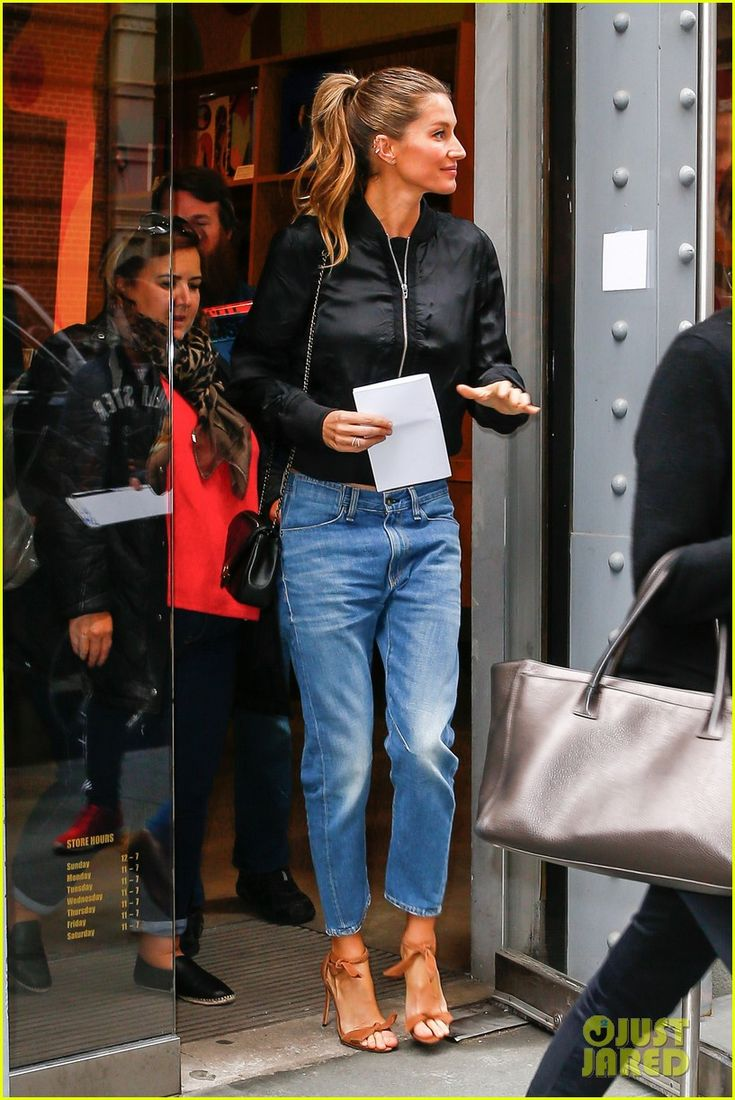 Gisele Bundchen & Tom Brady Spend Some Family Time With Their Kids: Photo #3643657. Gisele Bundchen holds onto a portfolio as she makes her way into the Tachen store on Thursday afternoon (April 28) in New York City.     The following day, the 35-year-old…