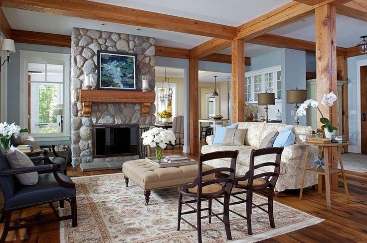 camini-rustici-rivestito-pietra-travi-vista-legno-fiori-bianchi-tappeto-pareti-lisce