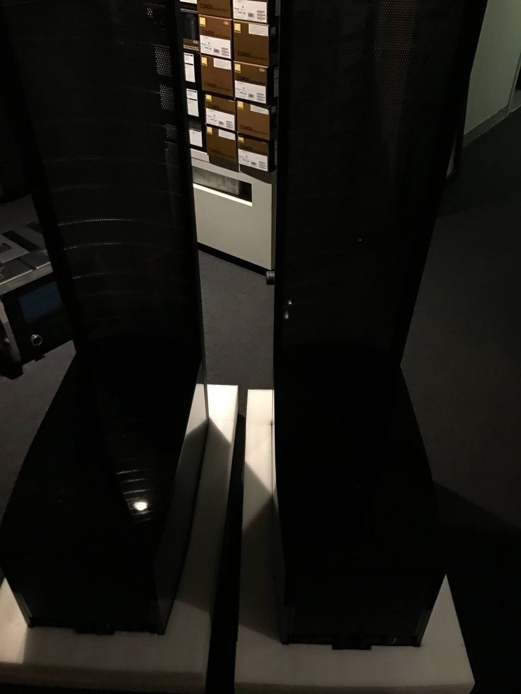 Martin Logan Expression ESL 13A for sale. Just in on trade is a lightly used pair of Martin Logan 13A This new model speaker has only been out for about 6 months and is piano black in color. Speaker comes with all original box and packing ...
