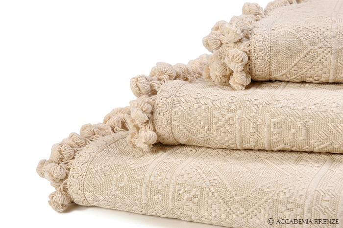 Buy ALGHERO BEDSPREAD online. Pure #Egyptiancotton. Amancara, luxury linens since 1952.