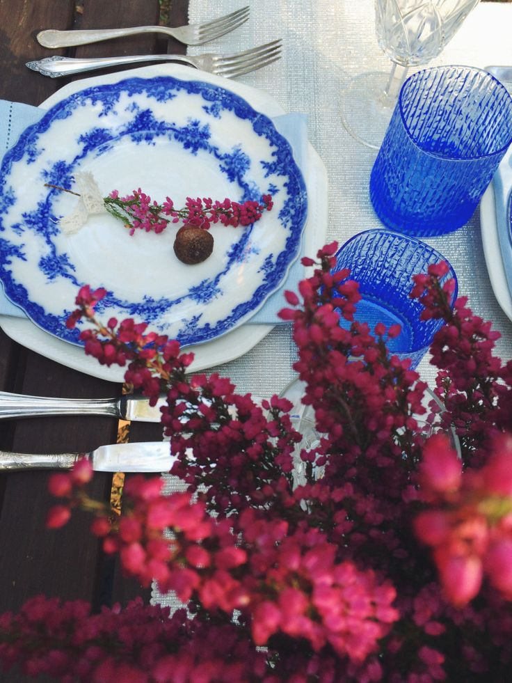 Blue tabletop. Vintage cutlery, outdoor dinner. Blue and white, antique English porcelain plates. Heather placed in colander - DIY inspiration.