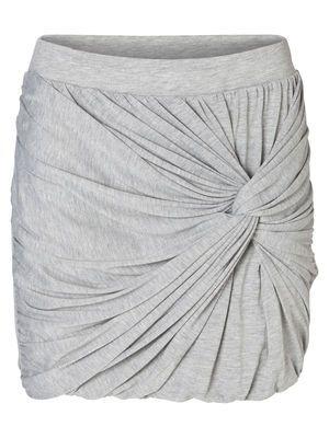 Super cut grey skirt from VERO MODA. Love the twist detail <3 #veromoda #skirt #grey #summer #fashion #style