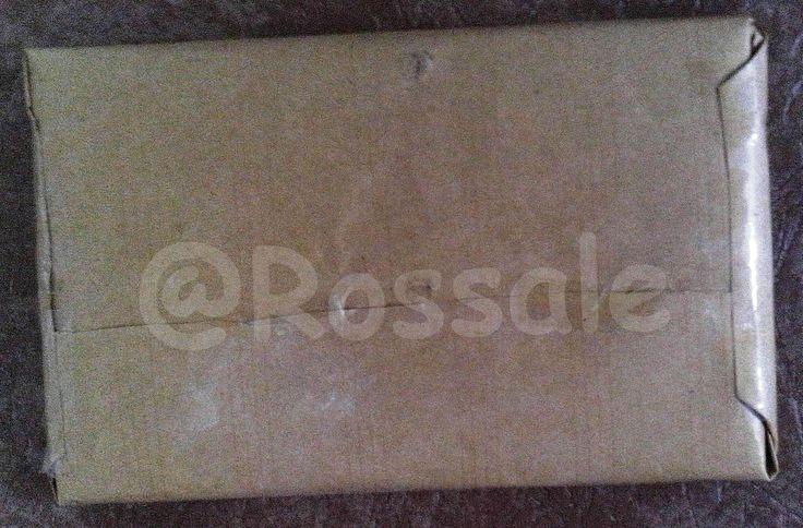 Tampak belakang barang yang terjual yang dibungkus dengan kertas cokelat sebagai pelapis kedua untuk tampilan luar