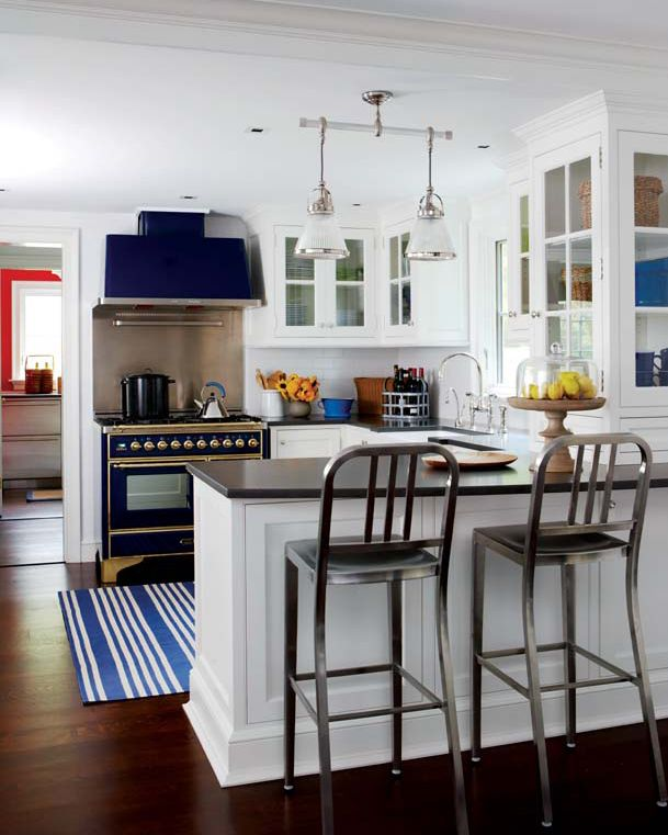 Small Beach House Kitchens: Lovely Small Space Cottage Kitchen