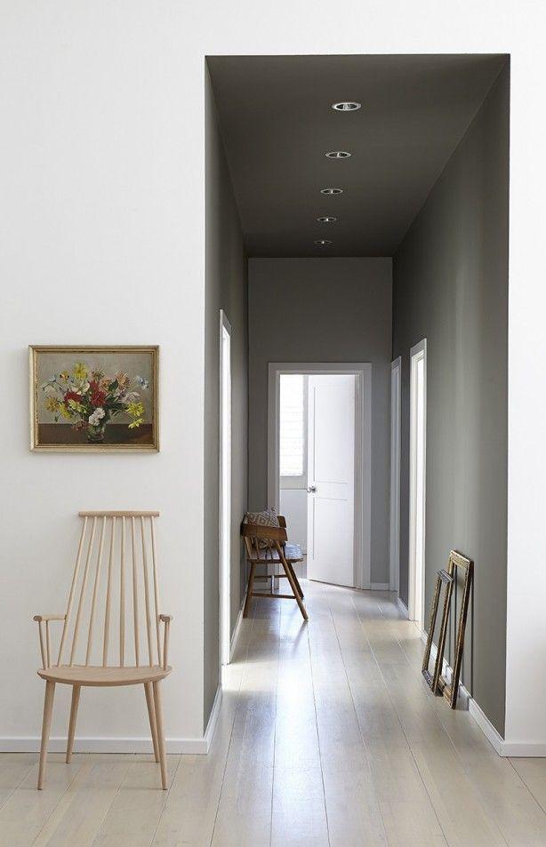 Stijlvol: Grijze muren in de hal! Little Greene verfkleuren: Grey Moss 234, Cool Arbour 232 & Wood Ash 229