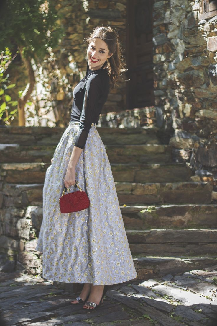 Look Invitada Perfecta para boda de noche de That´s my Closet con falda DelPozo.