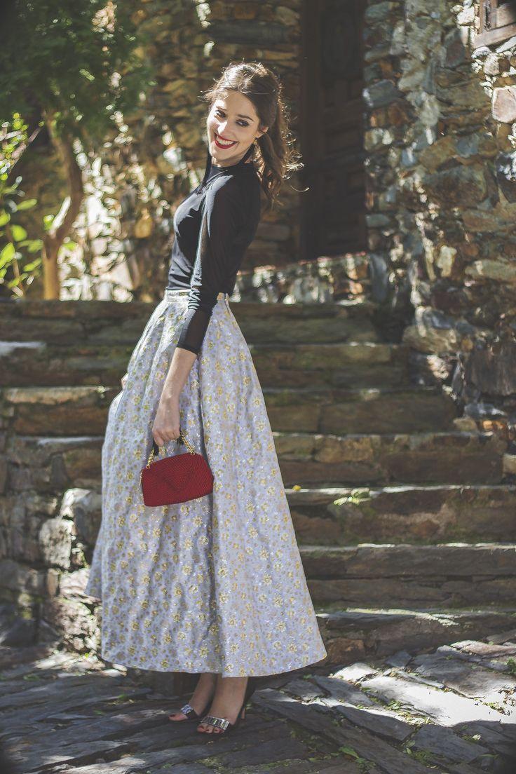 Look Invitada Perfecta para boda de noche de That´s my Closet con falda DelPozo.                                                                                                                                                                                 Más