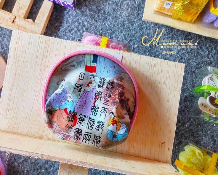 Dompet Korea....   Aneka macam souvenir mulai dari harga 1000 sista bisa dilihat-lihat atau samperin langsung basecam kami di Jln Sriwijaya (timur epic.mall) More info 081917457928 atau pin di 7C21090B  #memorisouvenir #gadweddingorganizer #lomboksouvenir #souvenirmurah