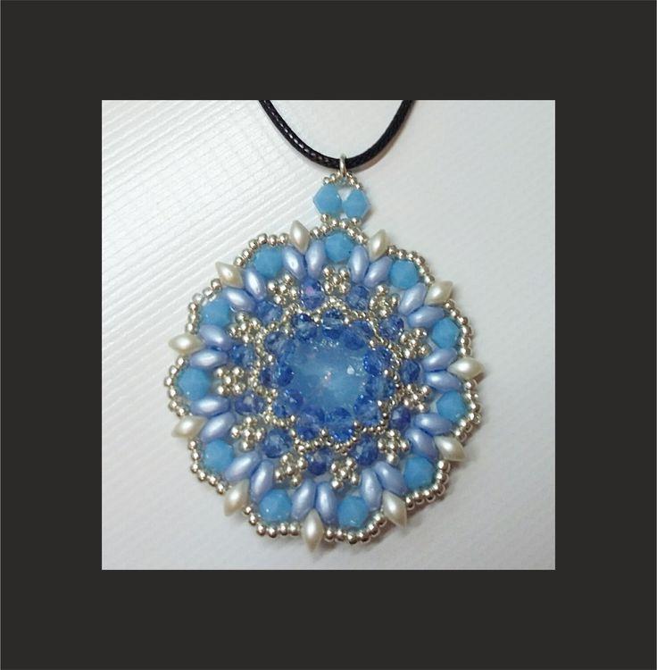 Ciondolo Iris (DIY - Iris Pendant) Realizzato con: - Cipollotti 3x4 - Superduo - Rocailles 11/0 e 15/0 - Es-O Beads - Bicono da 4mm