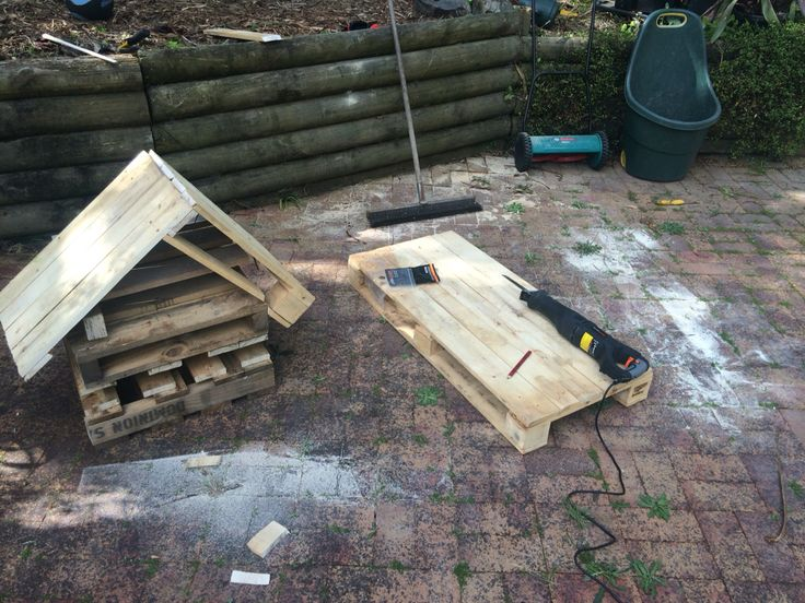 Finishing an Insect Hotel and starting a pallet wood table