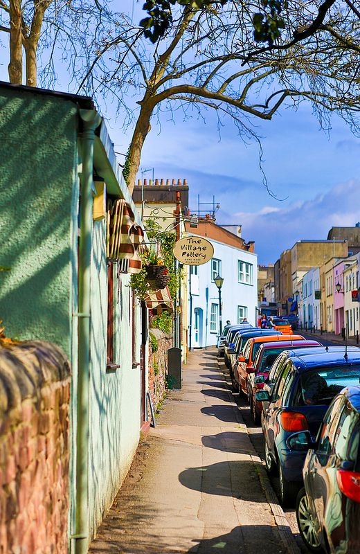 Clifton Village, Bristol. http://www.lenslocker.co.uk/cameras/canon-5d-mkiii.html  보도