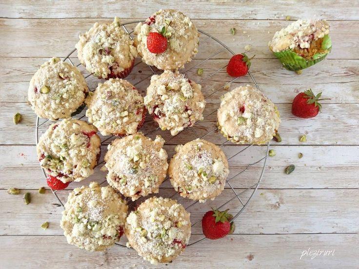 Muffins (briose) cu capsuni si migdale