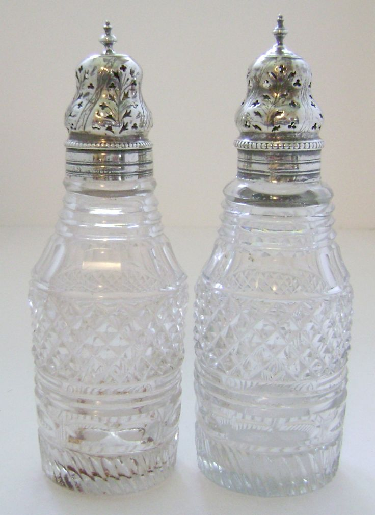 Creampie vintage sugar shaker