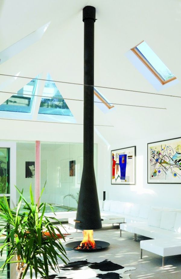 cheminée suspendue, foyer fixé au sol, peintures modernes