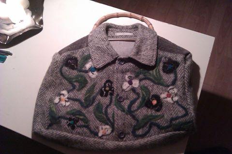 frakke taske med nåleffiltede blomster