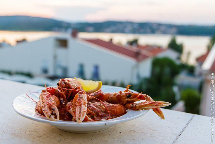 Подробный рецепт приготовления лангустинов-скампи в традиционном хорватском соусе бузара, в котором также готовят другие морепродукты, от креветок до мидий.