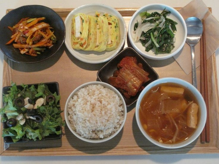 2012년 8월29일 수요일 그때그때밥상입니다. 골뱅이무침, 두부계란말이, 파나물, 배추김치, 상추치커리샐러드, 현미밥, 콩나물김치국 입니다.