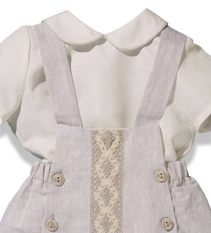 Conjunto de verano para bebé niño compuesto por ranita de tirantes en lino color arena y blusa en lino color crudo