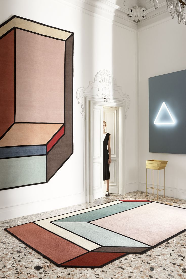 Patricia Urquiola's design studio creates exquisitely graphic furniture with unusual concepts. The 'Visioni' carpet from CC Tapis resembles a 3D structure thanks to asymmetry and bold u