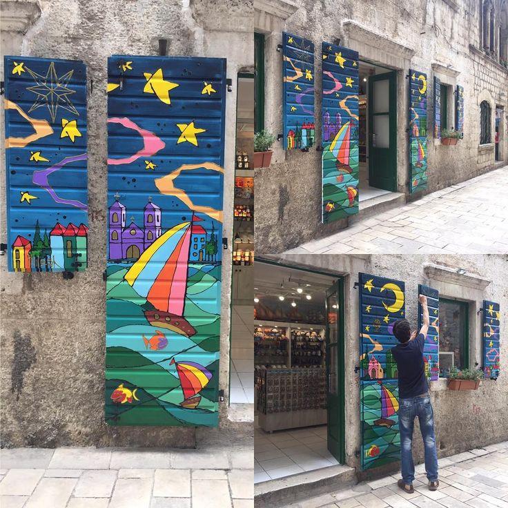 Bazı insanlar çok yetenekli! Bayıldık bu dükkan sahibine! Sakin sakin boyadı dükkanın panjurlarını! Harika oldu!!! ������#montenegro #kotor #gifted #talented #art #colorful #amazing #oldtown #instagood #instamood #instatravel #travel #traveling #travelingram #picoftheday #photooftheday #bestoftheday #zamanidurdur #hayatakarken #severekcekiyoruz #aniyakala #sanat #gununkaresi http://turkrazzi.com/ipost/1524485411422177278/?code=BUoD2eVFYf-