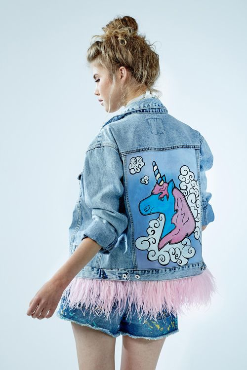 "Denim jacket ""Unicorn"" of gently blue color. 100% COTTON. Hand painted, decorated with detachable ostrich feathers of pink colour.Woven label in organic cotton.NOT VINTAGE JACKET!"