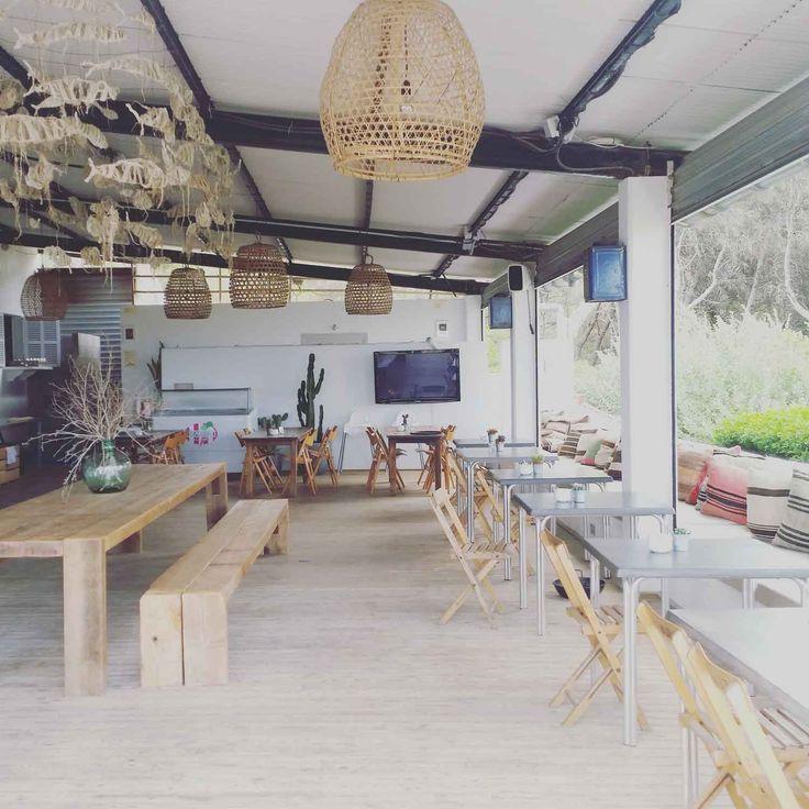 Die Bar Esperanza in Ses Covetes erinnert uns irgendwie an Bali. Vielleicht liegt es an der offenen Gestaltung oder an dem Einrichtungsstil.