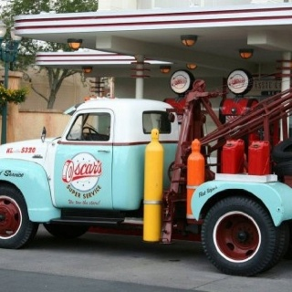 old chevy tow truck...I'm going to be looking for one of these to restore...so I can pull Elvis with it.