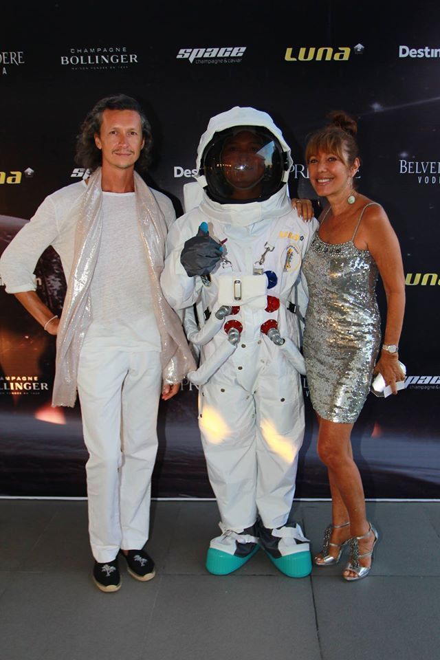 #Lunafriends #astronaut #Spacechampagne&caviar #launch #party @Luna2 #friends #Seminyak #Bali