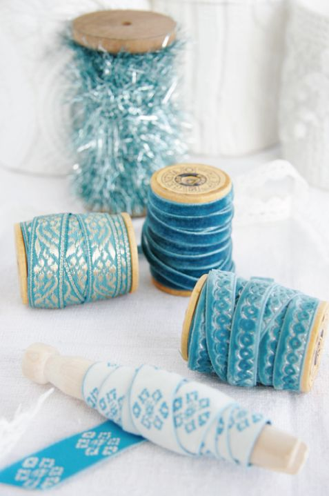 Blue Christmas Ribbon: Gift Wrapping, Blue Christmas, Blue Ribbons, Danishes Ribbons, Colors, Turquoi Jewelry, Gifts Wraps, Christmas Ribbon, Photo