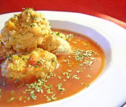 Supa de rosii cu perisoare