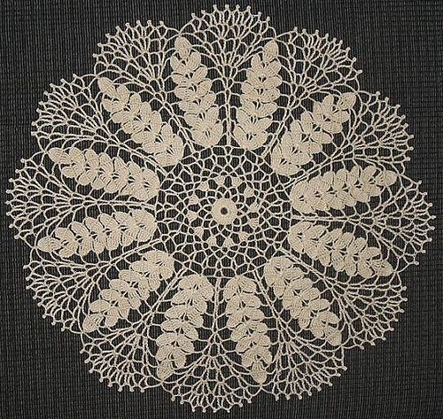 Lace wheat doily, free crochet pattern.  This is a doily pattern that my grandmother made for me many years ago - so glad i found it - would love to give it a go sometime :)