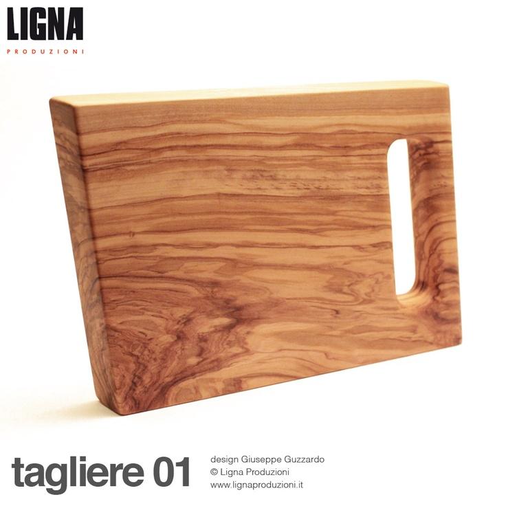 tagliere 01  caratteristiche tecniche:  tagliere realizzato in legno di   ulivo, impregnato con olio di oliva  dimensioni L.30cm P.17,5cm H.2,8cm  design di Giuseppe Guzzardo  © Ligna Produzioni  www.lignaproduzioni.it