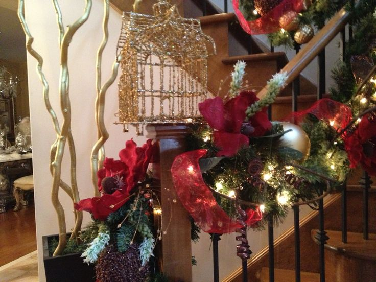 N 4 Events - Christmas Staircase Decorating, Christmas Holiday, Winter Holiday, Christmas Decorations, Christmas Stair Decorations, Stairs DIY, Christmas DIY, Staircase, How to Decorate, Christmas Decor, Christmas Tips, Garland, Ornaments, Stocking, Christmas Ideas http://youtu.be/hPnJyaTDRPo