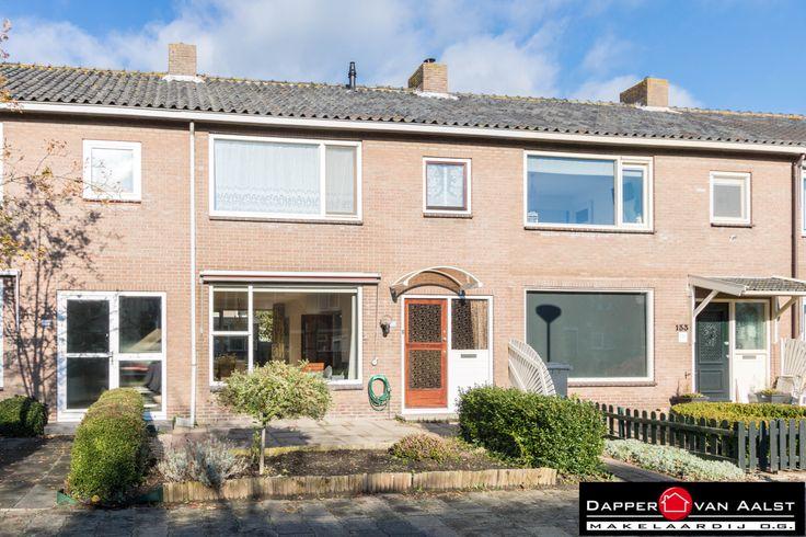 Lekker wonen in het pittoreske De Rijp, één van de mooiste dorpjes van Noord-Holland! Deze woning is een uitstekende starterswoning maar natuurlijk ook geschikt voor een gezin. Vanuit De Rijp is een snelle verbinding naar Alkmaar, Purmerend en Amsterdam. Klik snel hier: http://www.makelaar-alkmaar-dapper-vanaalst.nl/woning/de-rijp-julianalaan-135/