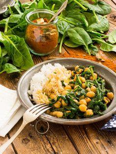 Pikante Kichererbsen mit Spinat sind schnell zubereitet und sehr schmackhaft. Obendrein auch sehr gesund =)