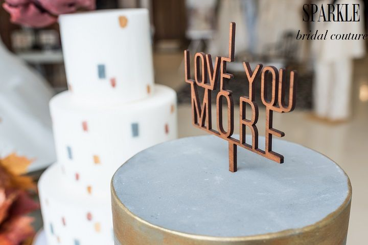 @paperheartp is showing a unique, stylized option for a cake topper that isn't the traditional bride and groom. It is simple but really stands out. We love this piece. http://www.gigimallattevents.com/ @gigimallatt #gigimallattevents http://www.leilanipaular.com/ @lalalena #leilanipaularphotography http://www.paperheartpatisserie.com/  #paperheartpatisserie