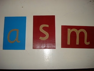 THE LEARNING ARK: Presentation of the Sandpaper Letters / Three period lesson