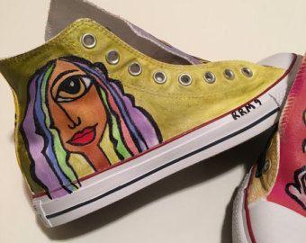 Zapatos personalizados pintados a mano por ShoeTattoobyRoni en Etsy