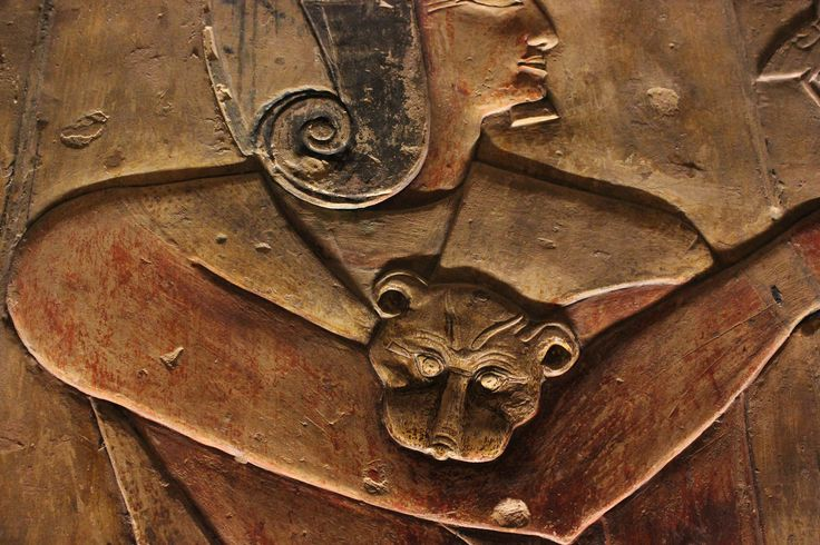 https://flic.kr/p/Np76up | Tumba de Seti I , Sethi I , Luxor Egipto , Egypt. 27-05-2016 . | Cabeza de leopardo de un sacerdote Iunmutef-Sala de los 6 pilares también llamada sala de Oro.