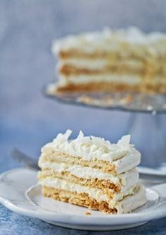 Ciasta weselne. Na każdym weselu goście chcą dobrze zjeść. Wielu z nich gustuje nie tylko w alkoholu i typowych potrawach, ale i też w słodkościach. Istotne jest to, aby dobrać odpowiednie ciasta w odpowiedniej ilości do liczby gości. Ważne jest również wzięcie pod uwagę faktu, że niektórzy z gości po prostu nie będą chcieli jeść słodkości.