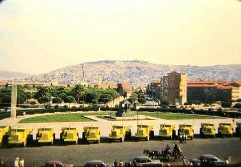 CUMHURİYET MEYDANI İZMİR 1955 Efes oteli yok ?